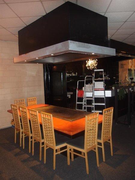 Eetstoel Met Tafel.Teppanyaki Tafel L Met Afzuigkap Afm Lxb Ca 360x127cm 8x Stoel