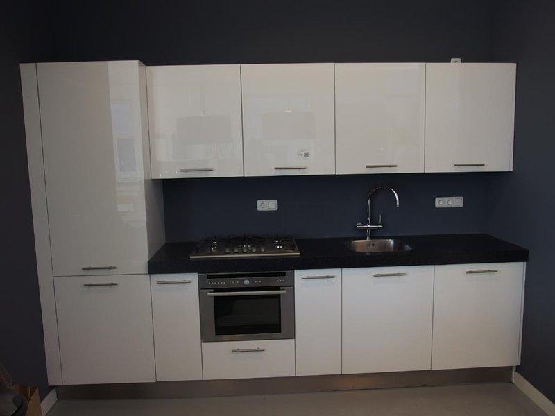 Apothekerskast Keuken Los : Keuken hoogglans wit aanrecht granietlook inclusief