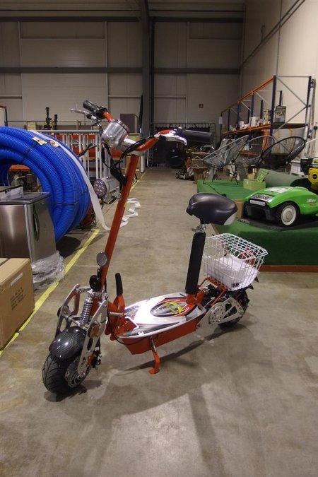 Elektrische scooter Chessie, 500 watt/36 volt motor, snelheid max  20 km/h