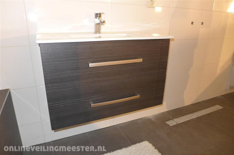 Badkamermeubel inclusief wastafel en wastafelkraan houtdecor