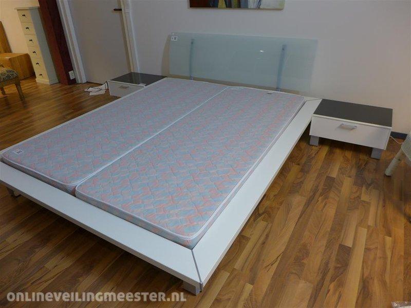 Ledikant alex 160x200 cm wit houten ombouw met metalen afwerking en
