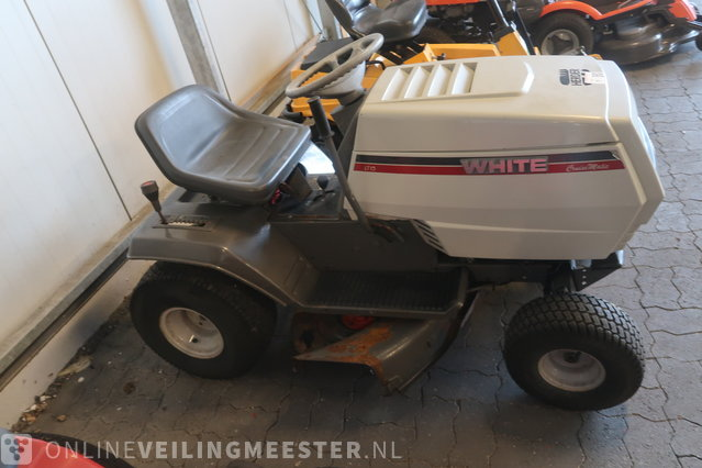 Lawn tractor White, LT13