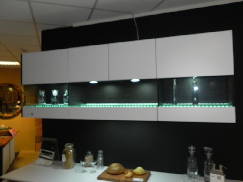 keukenkast greeploos wit led verlichting