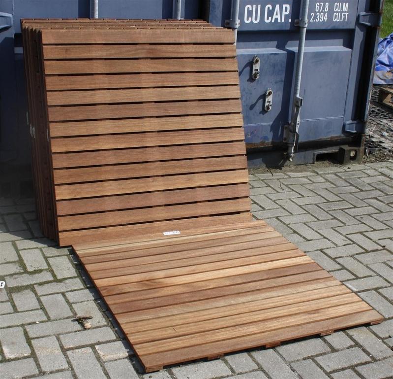 Welp Ca. 14x Tuintegel Bankirai, afm. ca. 100x100 cm NL-97