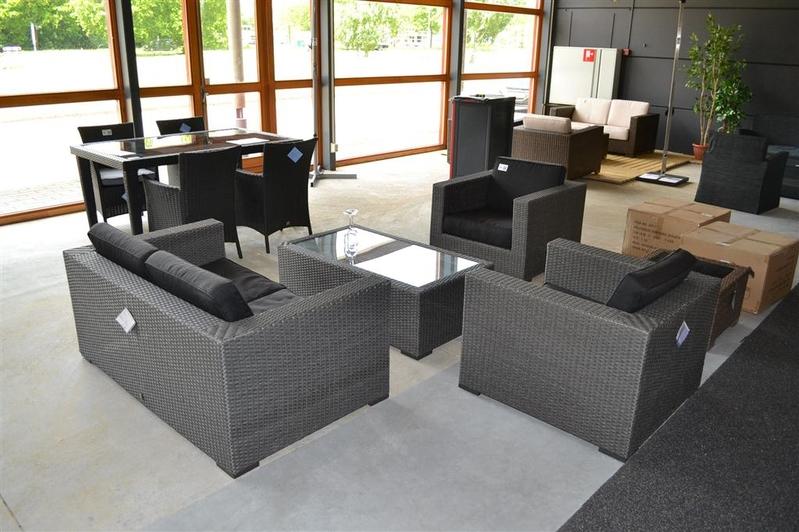 Lounge set bestaande uit stoel met losse kussens bank zits