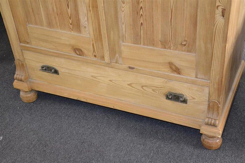 Kast Grenen Met 3x Plank En La 2 Glazen Deuren Afm Ca 181x114 Cm