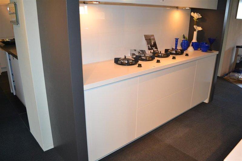 Greeploze Design Keukens : Keuken voorzien van 4 gaspitten pitt design en greeploze deuren