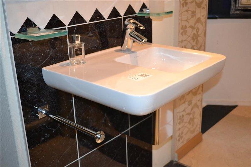 Brave large solidz premium betacryl solid surface waskom
