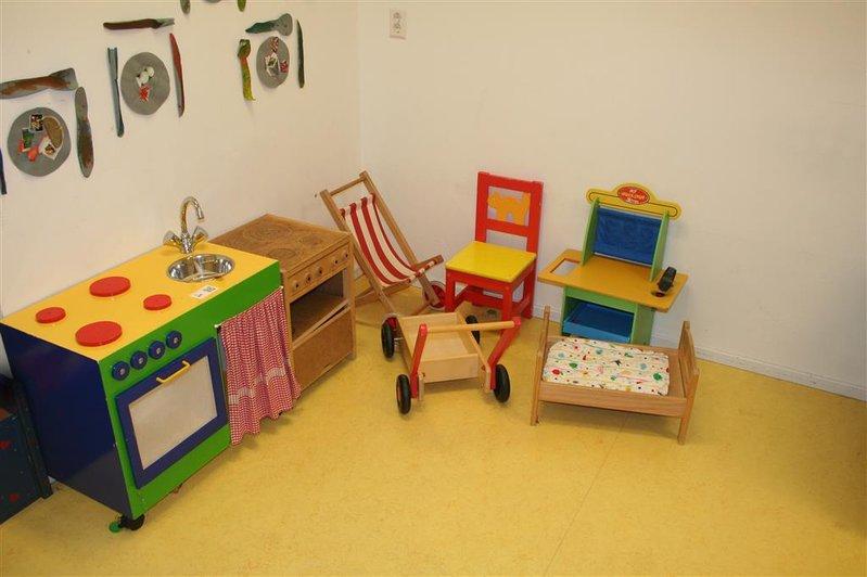 Houten Keuken Speelgoed : Houten keuken keukenblok duwkar bed en divers houten speelgoed