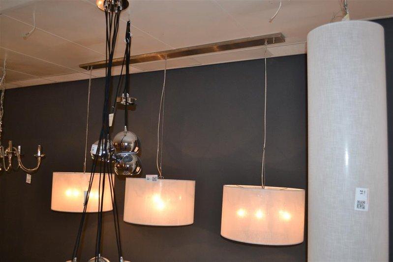 Hanglamp bestaande uit 3 lampen lengte ca. 210 cm hoogte ca. 125