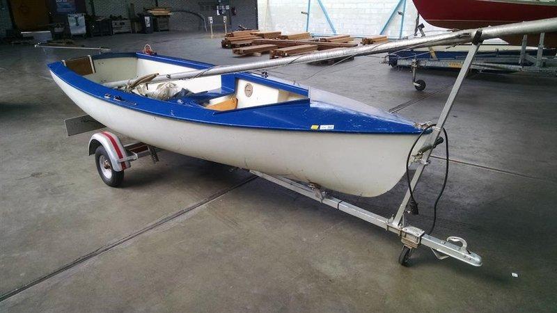 Ongebruikt Open zeilboot, merk onbekend, afm. ca. 4x1,5 meter, voorzien van DX-19